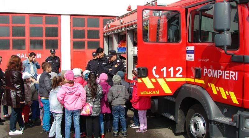 pompieri-isu-copii-scoala altfel