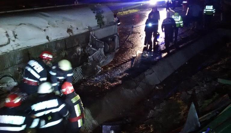 cisterna-rasturnata-pompieri-drum-blocat