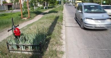 cruci-marginea-drumurilor-640x426