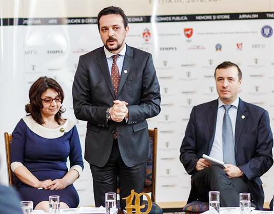 Adriana Nazarciuc, preşedintele Asociaţiei Revistei TIMPUL, Daniel Şandru, preşedinte al Juriului Naţional şi director al revistei TIMPUL şi George Bondor, redactor-şef al revistei TIMPUL