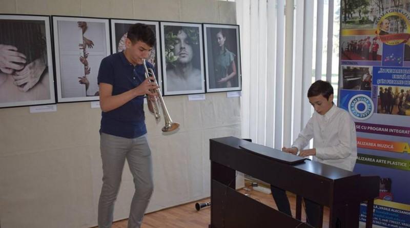 sc 9 trompetist muzician (Copy)