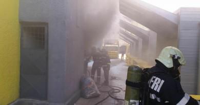 incendiu-piata-isu-pompieri