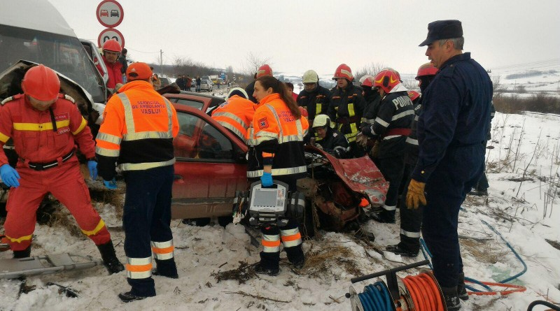 accident-ambulanta-isu-pompieri