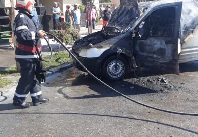 O mașină a ars ca o torță, la Bârlad
