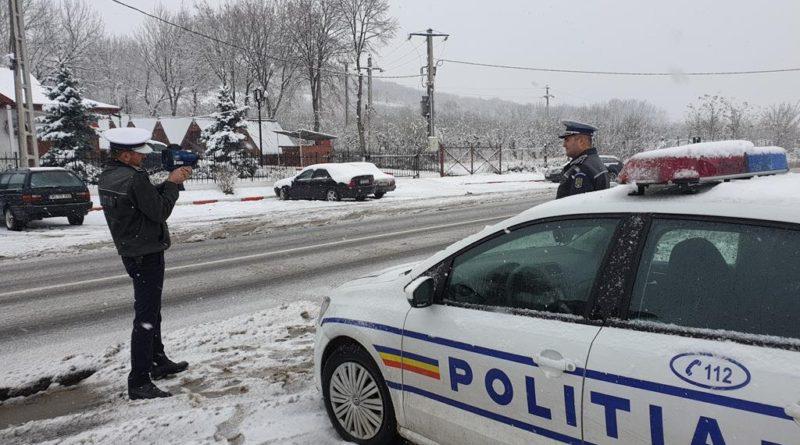 """Șoferii vasluieni luați la """"puricat"""" de polițiști. Ținta principală, anvelopele de iarnă"""