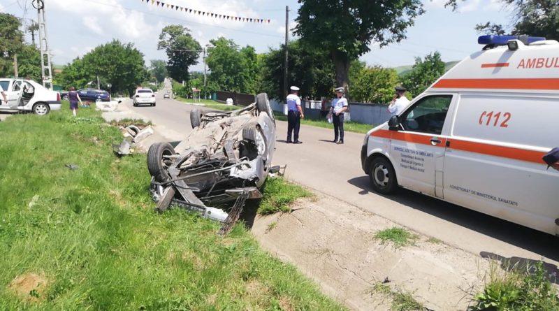 FOTO/VIDEO Mașină răsturnată la Rebricea, după ce a lovit un cap de pod