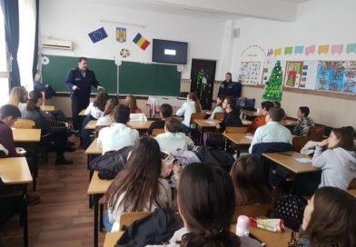 Activități de prevenire a delincvenței juvenile în şcolile din judeţ
