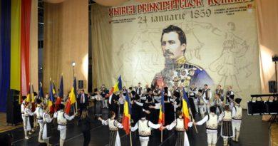 (Galerie foto) Matilda Pascal Cojocăriţa, artişti de peste Prut şi Orchestra Vasluiului au făcut spectacol de Ziua Unirii