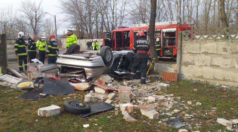 Accident cumplit la Bârlad! Doi tineri au murit pe loc