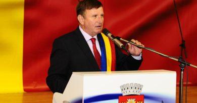 Primarul Vasile PAVĂL: Fie-vă 2021 plin de lumină, bucurie, speranță și încredere!