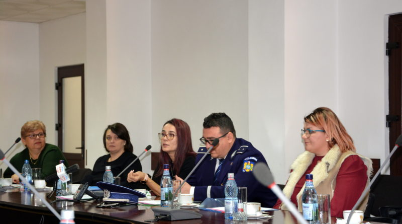 """Dezbatere iniţiată de Asociaţia """"Iris"""" Vaslui, pe tema importanţei prevenţiei în lupta împotriva HIV/SIDA"""