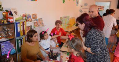 """Copiii de grădiniţă,""""antreprenori în atelierul magic al lui Moș Crăciun"""" (galerie foto)"""