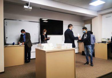 Academia Română a donat 50 de tablete elevilor cu merite deosebite din Vaslui