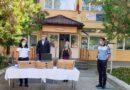 Polițiștii vasluieni au împărţit cadouri copiilor de la CSEI Negrești