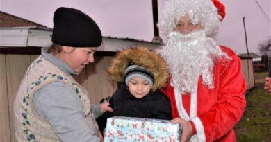 Pentru400 de copii din mediul rural, Moș Crăciun a fost adus de Asociația Empatic