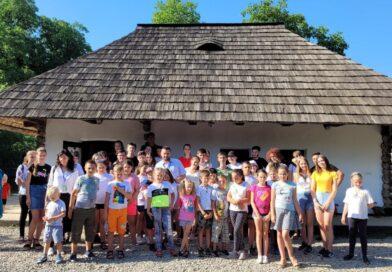 """Copiii din Parohia Crasna participă la Școala de vară """"Biserica din mijlocul satului"""""""